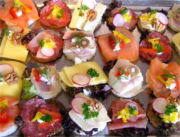 Tapas aperitivos 2 for Gourmet canape ideas